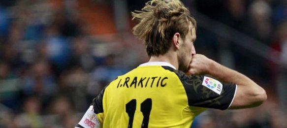 Rakitic celebra uno de sus dos goles en el Bernabéu.