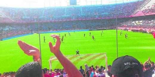 Curva Roja, en la imagen fotografiado desde el Gol Norte.