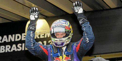 Sebastian Vettel celebra la victoria en el Gran Premio de Brasil.
