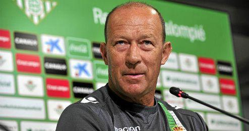 Calderón en rueda de prensa.