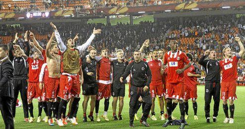 Los jugadores del Sevilla celebran el pase a la final de Turín.