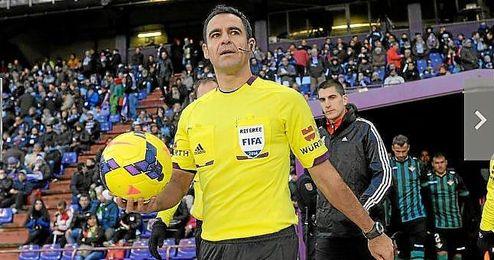 Carlos Velasco Carballo, el árbitro español.