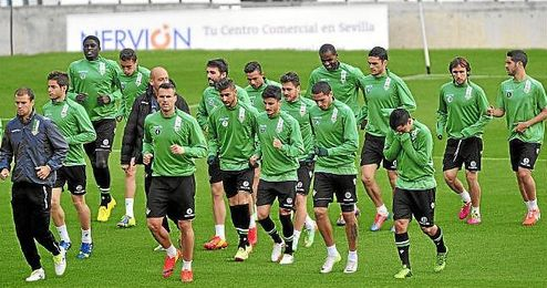 Muchos jugadores del Betis son anhelados por clubes de Primera, que se aprovecharán del descenso a Segunda.