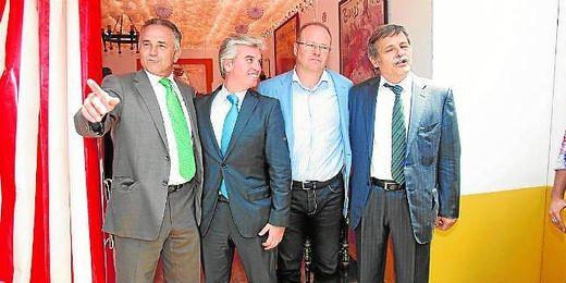El Betis normalizó hace tres años sus comparecencias protocolarias en la Feria de Sevilla con esta imagen.