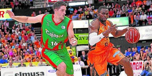 En la imagen, lance del partido entre el Valencia Basket y el Cajasol.