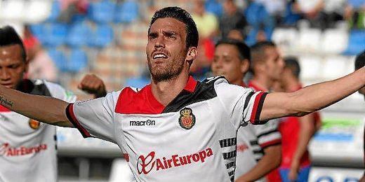 Alfaro celebrando un gol ante el Numancia