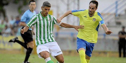 Salva Sevilla durante un partido amistoso ante el Coria.