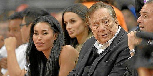 Sterling junto a su novia durante un partido de Los Clippers.