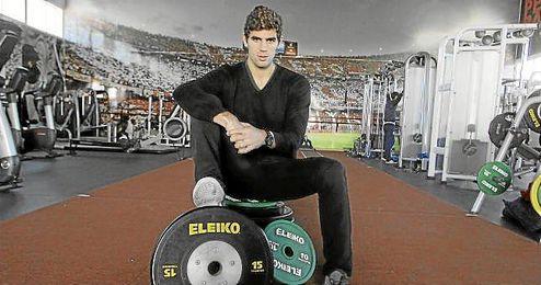 Fazio posa para ESTADIO en el gimnasio de la ciudad deportiva.