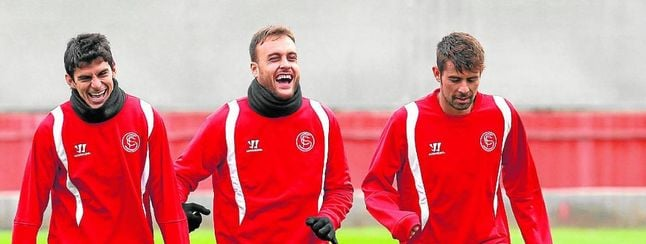 Coke, a la derecha, durante un entrenamiento de esta temporada.