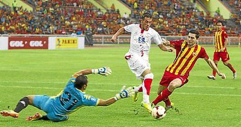 Diogo en un lance; el luso hizo el 0-2 ante el Selangor.