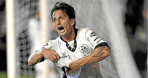 Hernán Grana celebra un gol con All Boys.