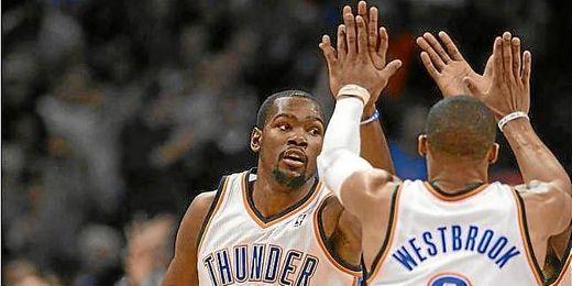 Durant y Westbrook fueron los protagonistas del partido de anoche.