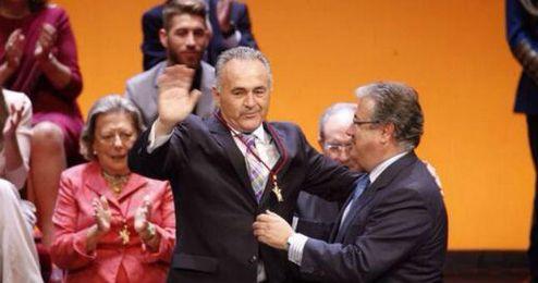 Gordillo, emocionado, recoge la Medalla de Oro.