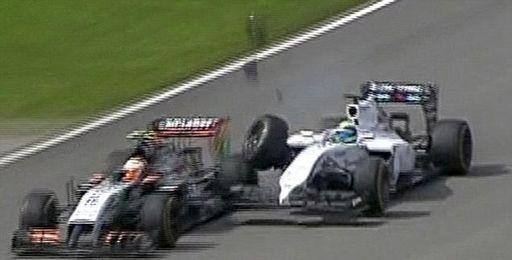 Sergio Pérez, en el momento de impactar con Massa.