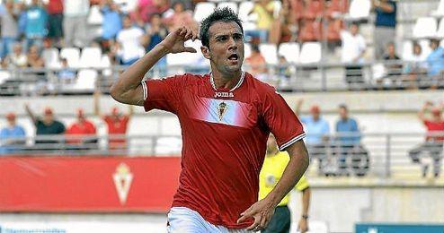 Kike García, que ha hecho 23 goles esta temporada, celebra uno de ellos ante el Mirandés.