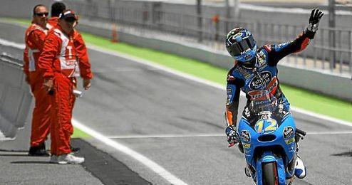 Álex Márquez celebró el triunfo por todo lo alto al entrar en el paddock.