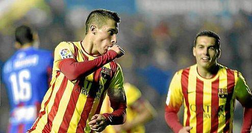 Cristian Tello celebra un gol con la camiseta del Barcelona esta temporada.