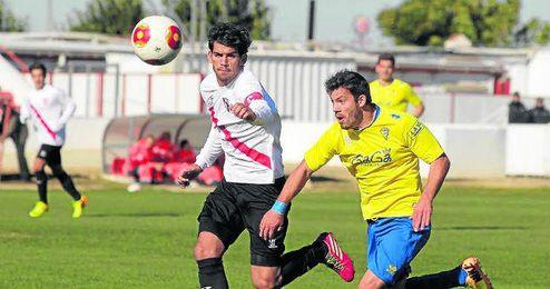 Israel Puerto ha jugado esta temporada en el filial sevillista, donde ha lucido el brazalete de capitán.