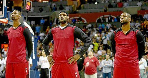 Bosh, junto a James y Wade son agentes libres de la NBA