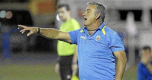 Emilio López, presidente de la Rociera, confía en rebajar las duras sanciones impuestas a sus jugadores.