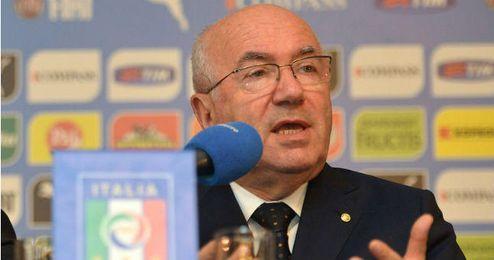 Carlo Tavecchio en rueda de prensa.