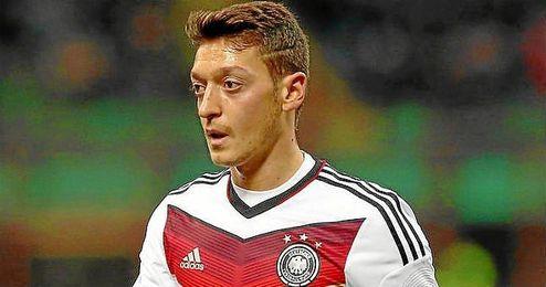 Ozil podría perderse el partido clasificatorio para la Eurocopa de 2016 de este sábado ante Polonia.