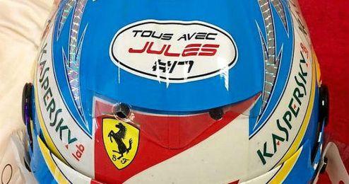 "El casco de Fernando Alonso con la frase ""Tous avec Jules""."