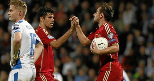 Alcácer celebra su gol junto a Diego Costa
