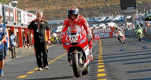 Andrea Dovizioso dio la sorpresa y consiguió la pole en Motegi.