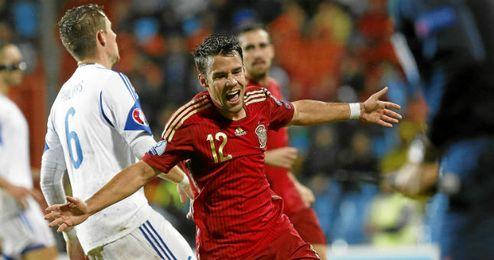 Bernat celebra su estreno goleador con España.