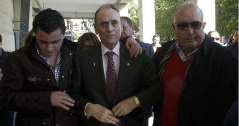 Ruiz de Lopera saliendo de los Juzgados de Sevilla.