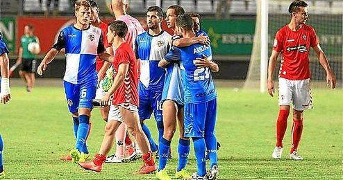 Los jugadores del Sabadell celebran su pase copero ante el Murcia