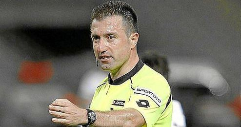 Hüseyin Göçek, árbitro turco que dirigirá el Standard-Sevilla.