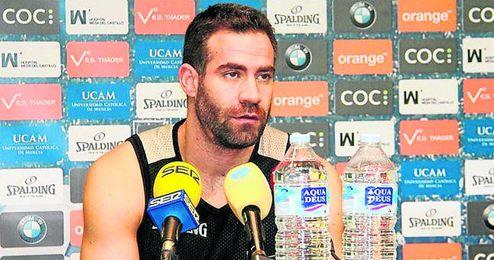 El base Carlos Cabezas analizó ayer las virtudes del Baloncesto Sevilla, próximo rival de los murcianos.