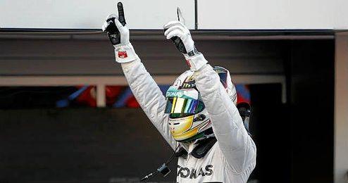 Hamilton en el circuito de Sochi durante el GP de Rusia.