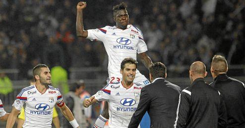Gourcuff celebra el gol con sus compañeros