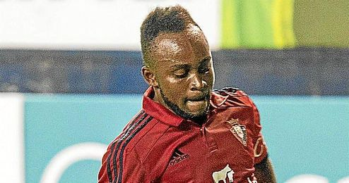 Cedrick durante el partido liguero entre el Osasuna y el Tenerife.
