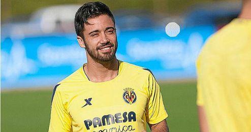 Costa se formó en las categorías inferiores del Valencia.