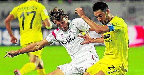Krychowiak pugna con Bruno Soriano durante el partido del pasado domingo ante el Villarreal.