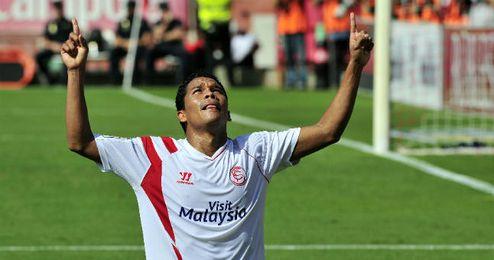 El colombiano Carlos Bacca celebra uno de los tantos marcados en la presente temporada.