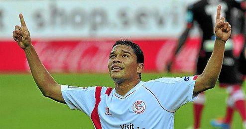 Bacca celebrando un gol ante el Granada.