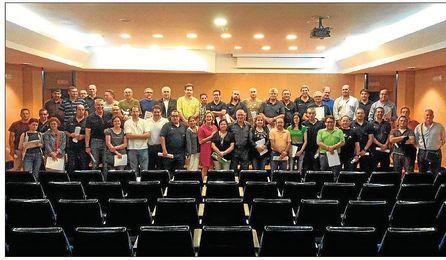 Trabajadores del IMD. junto a la delegada de Deportes, Sánchez Estrella, en el centro de la imagen.