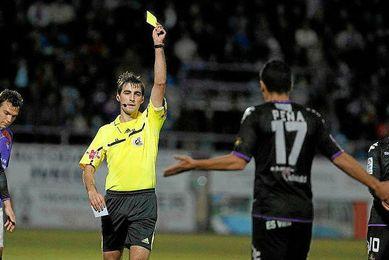 Ricardo de Burgos de Bengoetxea durante un encuentro en Segunda división