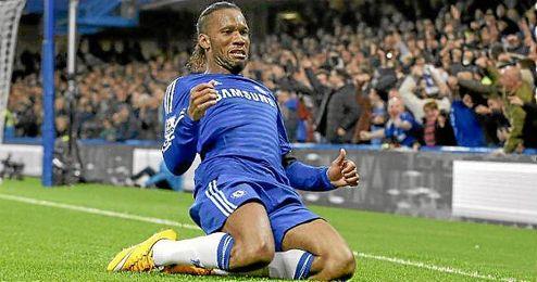 Drogba celebra su gol ante el Tottenham