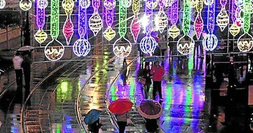 Imagen de la iluminación de Navidad de la avenida de la Constitución hispalense en 2012.