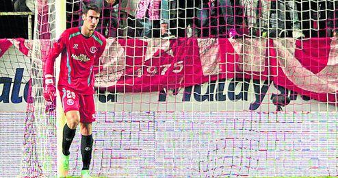 El canterano, que lleva desde los siete años en el Sevilla, será blanquirrojo hasta 2017, como mínimo.