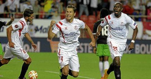 Krychowiak y M´Bia celebrando un gol