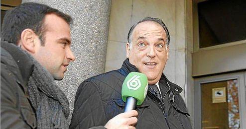 El presidente de la LFP, Javier Tebas, entra a los juzgados de la Plaza Castilla de Madrid.