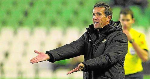 Merino debutó con los mayores en el Benito Villamarín ante el Almería en Copa.